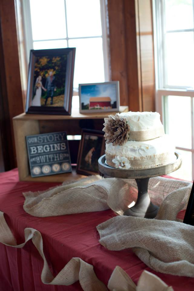 Wedding cake and pictures